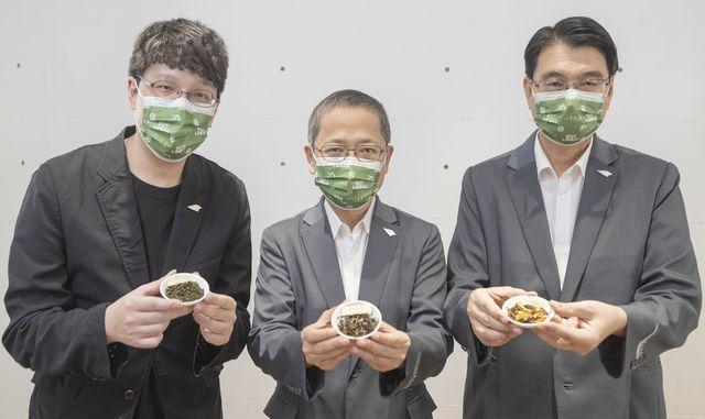 中衛30週年董事長謝明達(中)率團隊與APUJAN聯名合作,推出「品讀台灣味」中...