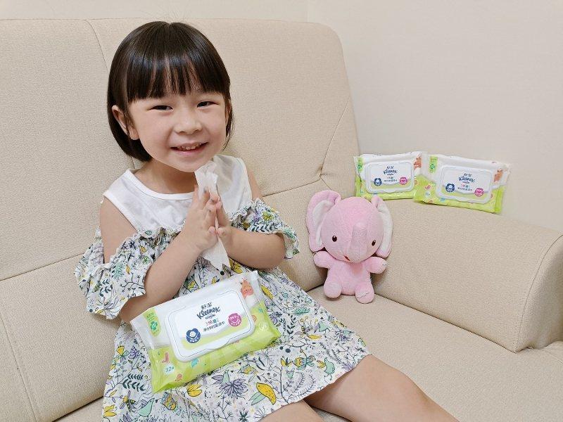 家紙龍頭品牌舒潔推出全新兒童專用抗菌濕巾,建議可遵循疾管署的標準洗手步驟來擦試,...