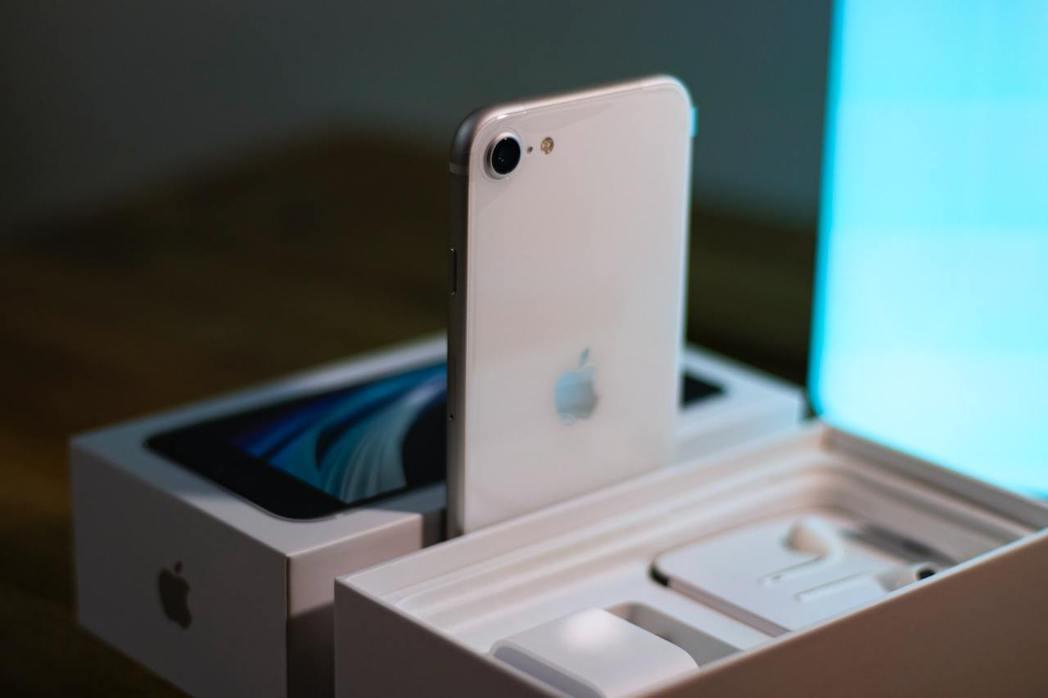 已被蘋果官方下架的iPhone SE 256GB,傑昇通信只賣1萬5,790元,...