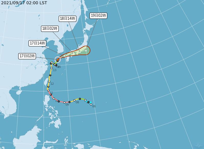 中央氣象局最新路徑潛勢預測圖顯示,輕颱璨樹東海打轉後緩慢向北北東移動;今天轉東北東侵襲日本。圖/取自氣象局網站