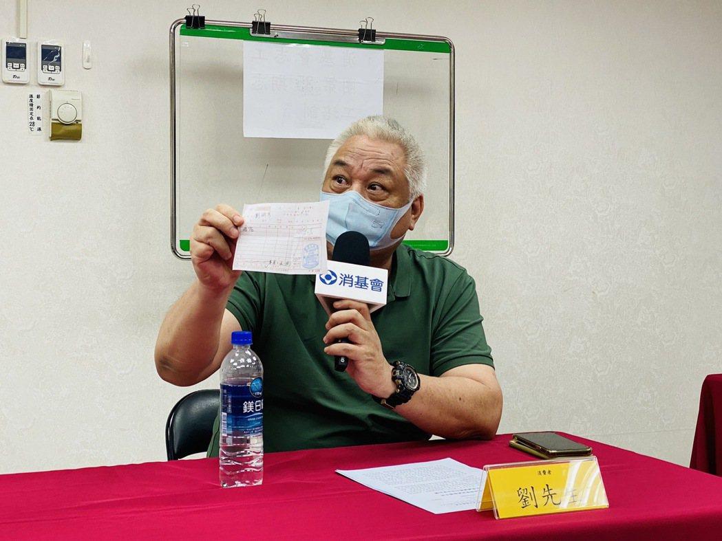 劉先生說,他在月初入住苗栗的某間防疫旅館,到現場後才發現實際環境與官網照片天差地...