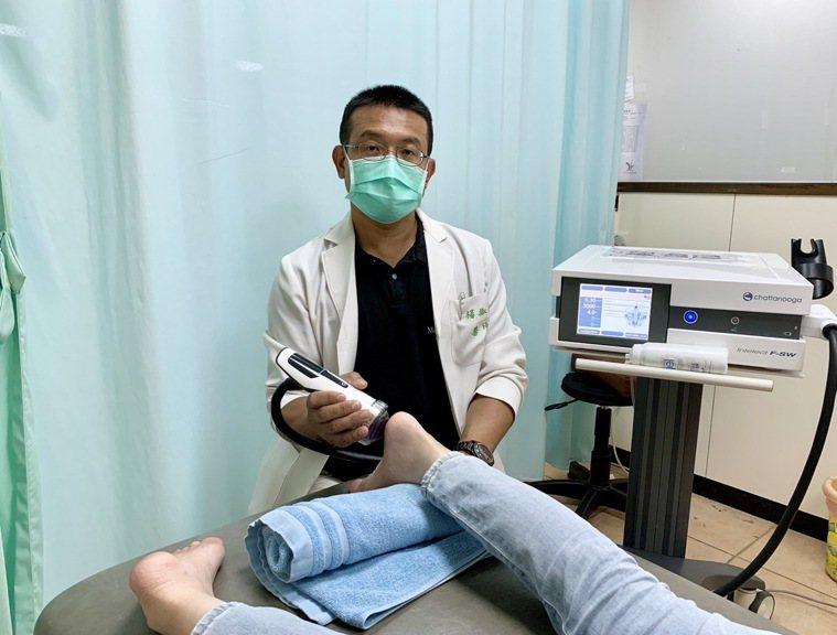 活力得中山脊椎外科醫院院長楊椒喬(見圖)說,足底筋膜炎採保守治療若改善有限,可嘗...