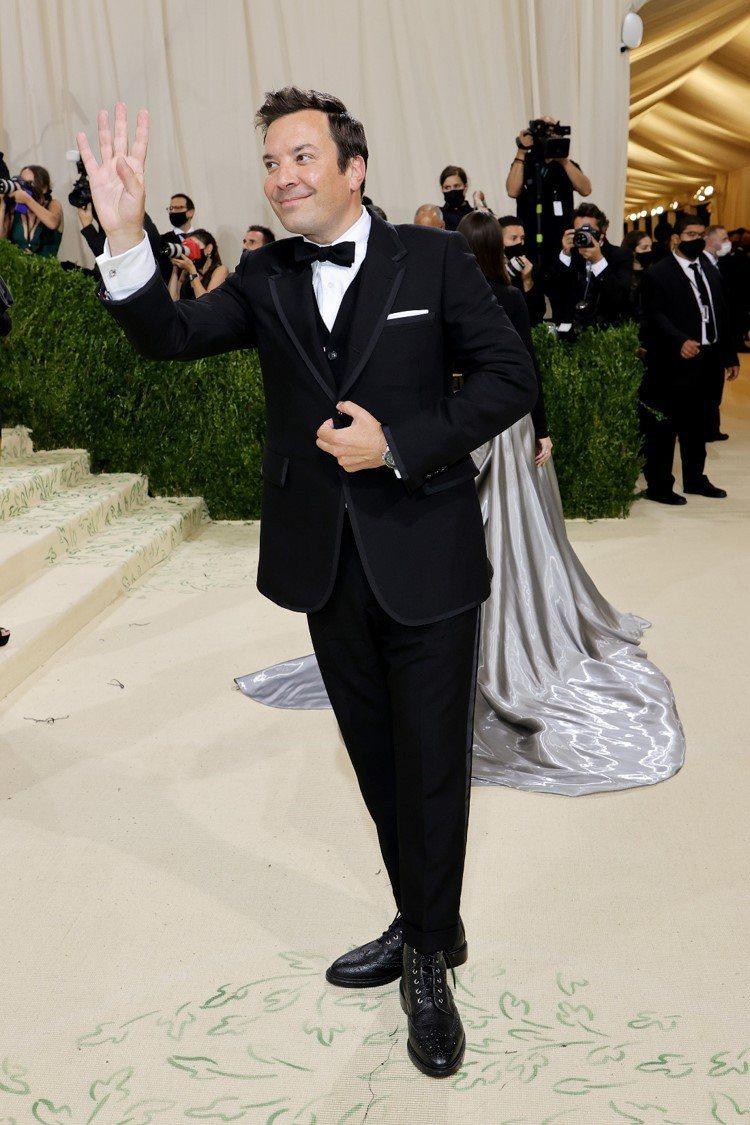在youtube擁有超高人氣的Jimmy Fallon,以黑西裝搭配了一只197...