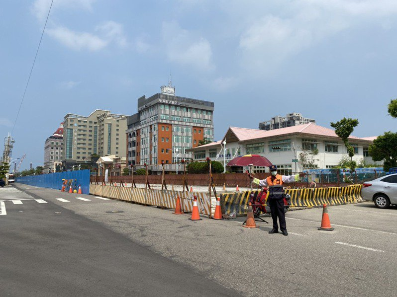 台中市梧棲區大智路一期頂版修復工程經費1億2千萬元、545公尺長,預計明年4月完工,後兩期工程委託測設中。記者林佩均/攝影