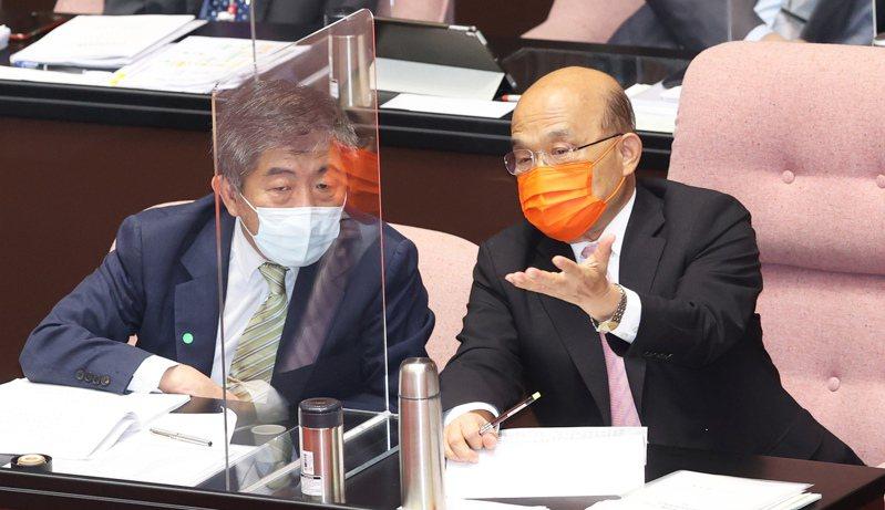 行政院長蘇貞昌(右)及衛福部長陳時中(左)今天到立法院就國籍航空機組員隔離「3+11」決策過程專案報告,兩人彼此交換意見。記者潘俊宏/攝影