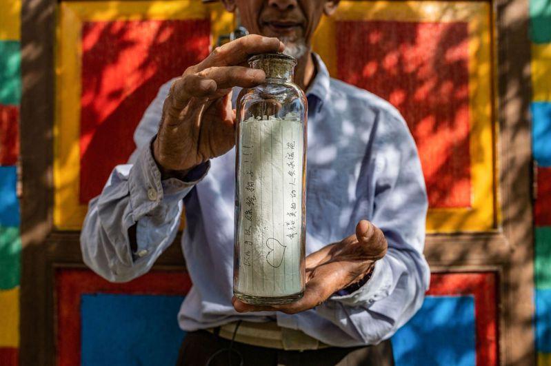 「衛報」報導,一個37年前由日本高中生放入大海的玻璃瓶,如今在距離約6000公里的夏威夷島上被發現(示意圖)。法新社