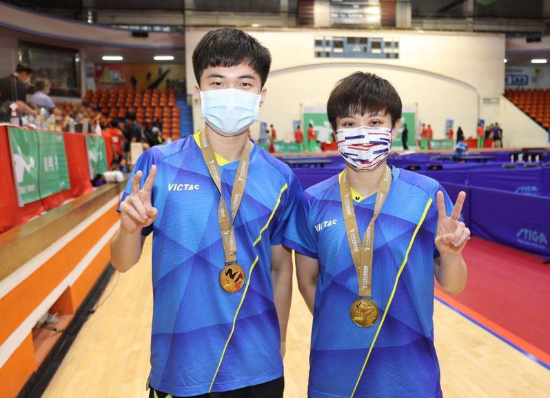 林昀儒(左)、鄭怡靜攜手在全運會拿下混雙金牌。圖/110全運會提供