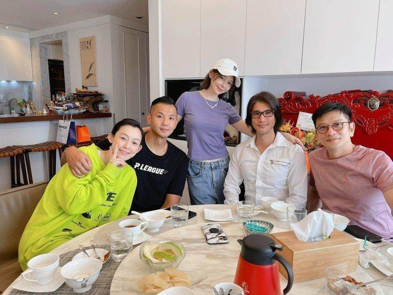 范瑋琪(左起)、黑人、徐若瑄、王力宏和陳子鴻「茶泡飯」聚會,因違反自主健康管理規
