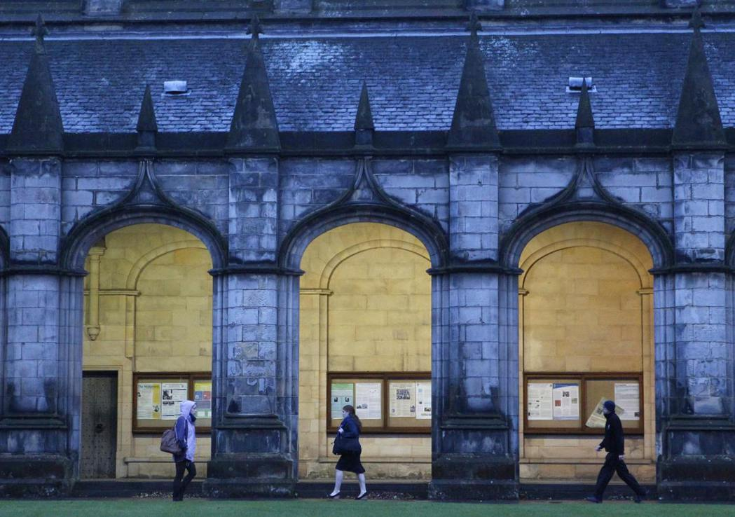蘇格蘭聖安卓大學擊敗牛津和劍橋,躍居英國大學排名榜首。路透
