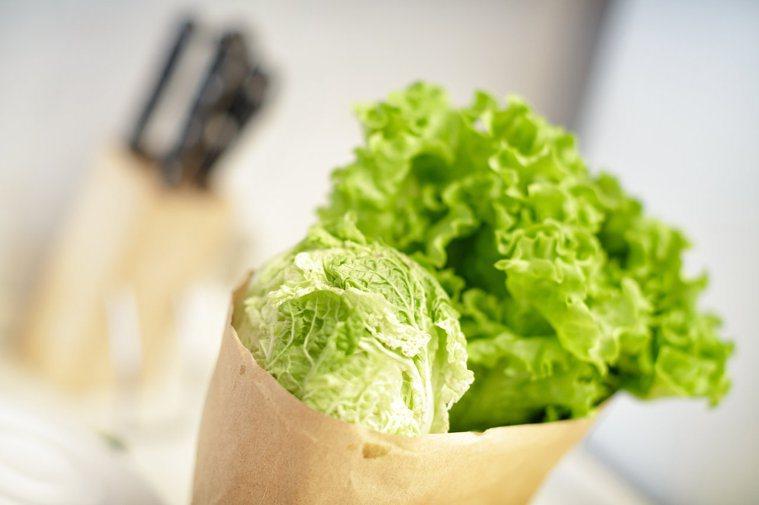 只要是含水量低的蔬菜都可以冷凍,像是青花菜、馬鈴薯等,要冷凍前先汆燙殺菁,使用時...