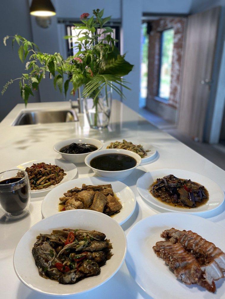 換過餐盤後呈現雅緻精巧的客家美食。圖/朱慧芳提供