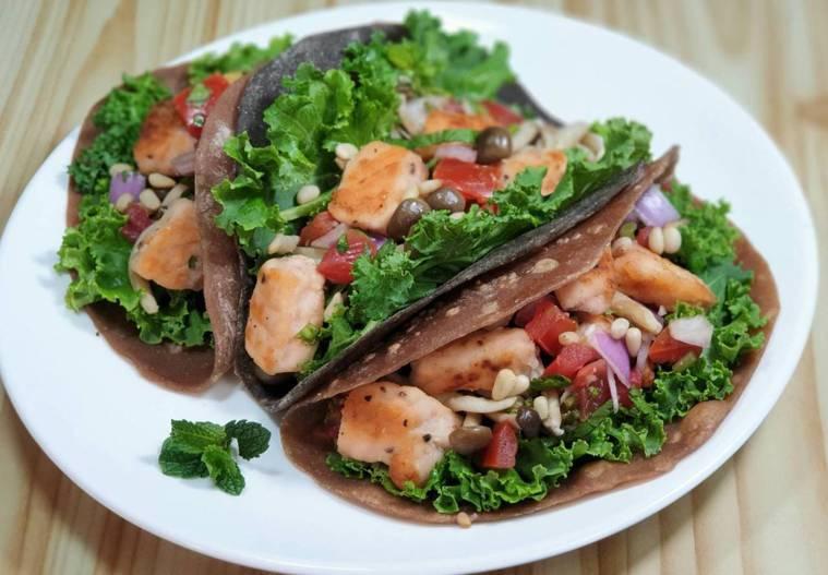 煎鮭魚佐莎莎醬墨西哥薄餅 圖/林芝蕙提供