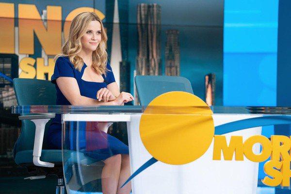瑞絲薇絲朋在「晨間直播秀」第2季繼續有吃重表演。圖/APPLE TV+提供