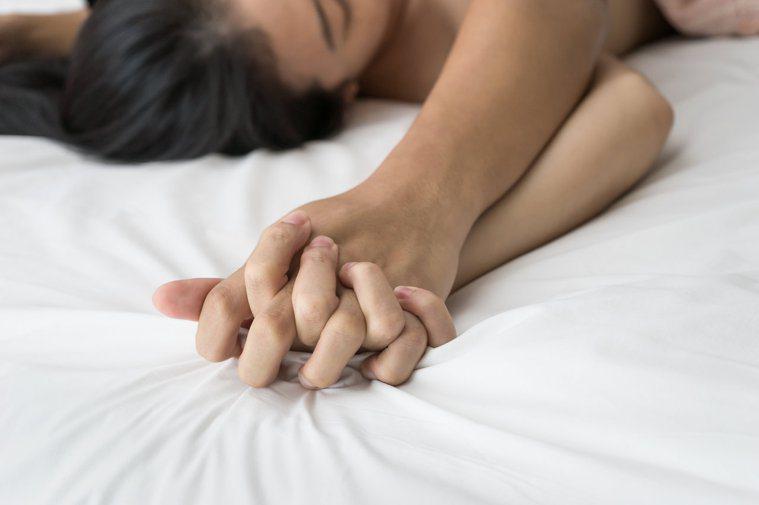 婚姻生活必須溝通,性愛更需緊密溝通。圖/123RF