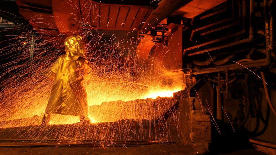 印尼政府正計劃禁止鎳含量較低的鎳品出口、或課徵高額的出口稅。路透