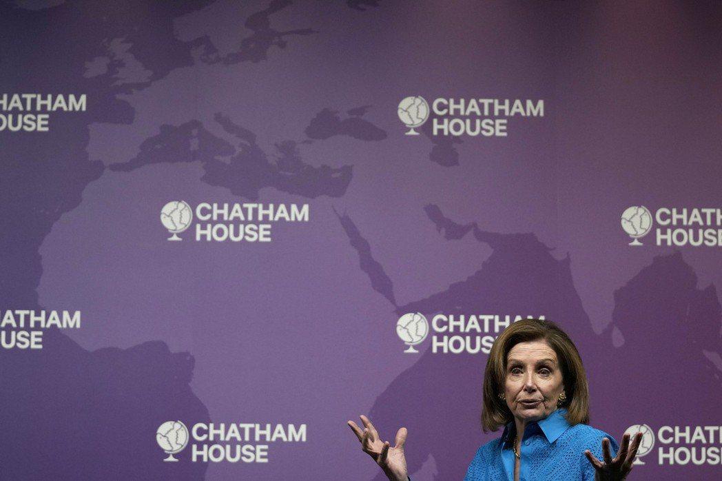 美國眾院議長波洛西17日在英國智庫發表談話時呼籲強生政府遵守北愛和平協議。美聯社