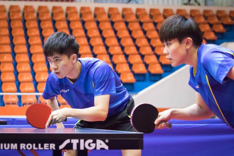 代表台北市出賽的鄭怡靜(右)與林昀儒聯手拿下全運會混雙金牌。圖/全運會提供
