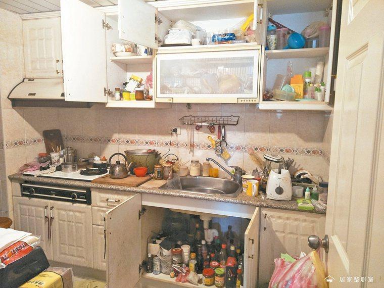 雜亂無章的廚房,反映的是女主人內心想追求好媳婦形象的期待。圖/居家整聊室提供