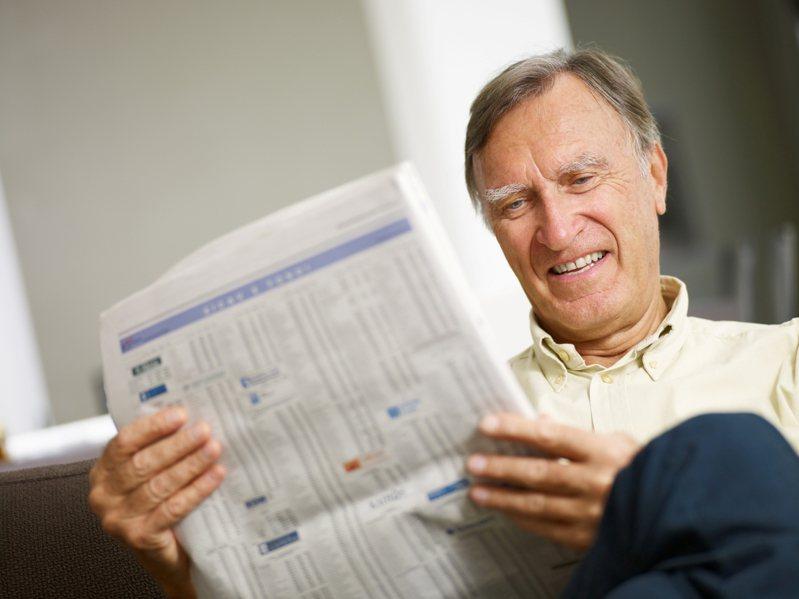 一名33歲男網友希望能在40歲左右存到1千萬後退休,未來依靠領股息過活。示意圖/Ingimage