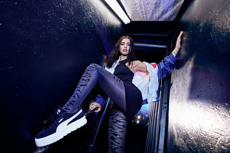 杜娃黎波詮釋Mayze時尚麂皮款鞋3,280元。圖/PUMA提供