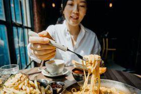 真的別再狼吞虎嚥!研究顯示:「吃飯速度越快、越容易餓、越容易發胖。」