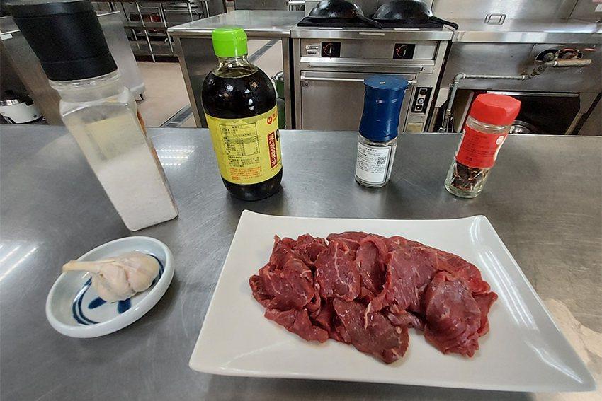 只要在食材準備上下點功夫,中秋節烤肉也能吃得健康、均衡! 長庚科大/提供