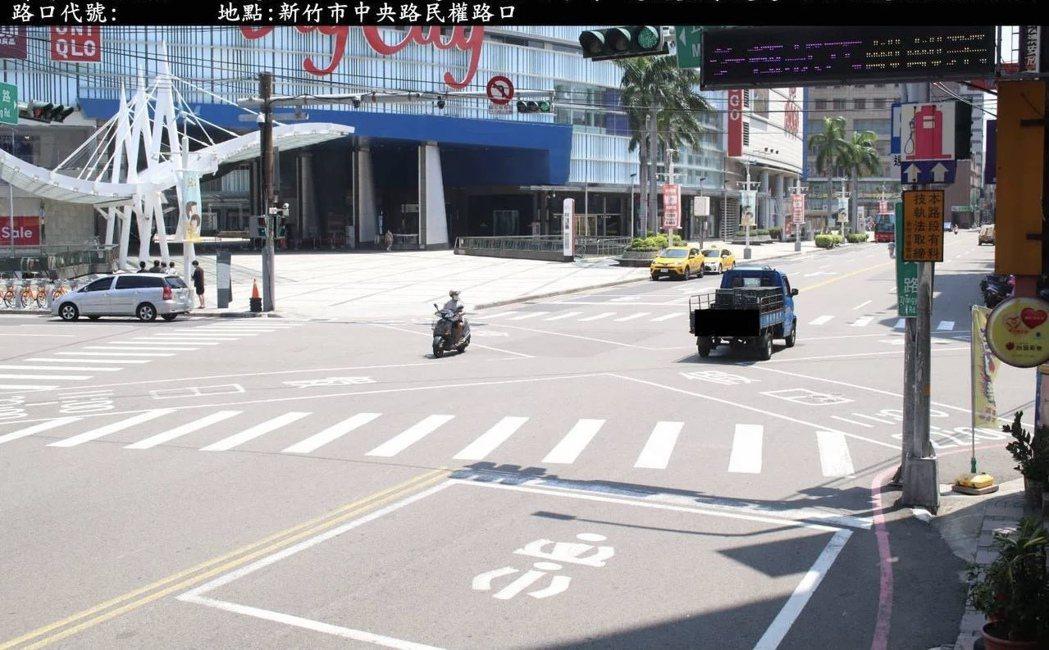 新竹市警方在巨城購物中心附近的路口建置科技執法」,9月執法以來拍到逾千件違規。記...