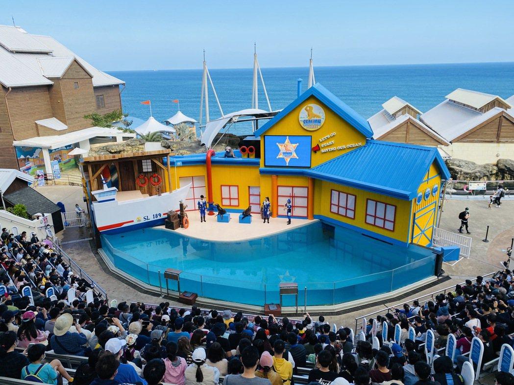 遠雄海洋公園是大小遊客喜愛的景點,業者針對五倍券和國旅券,推出加碼優惠。圖/海洋...