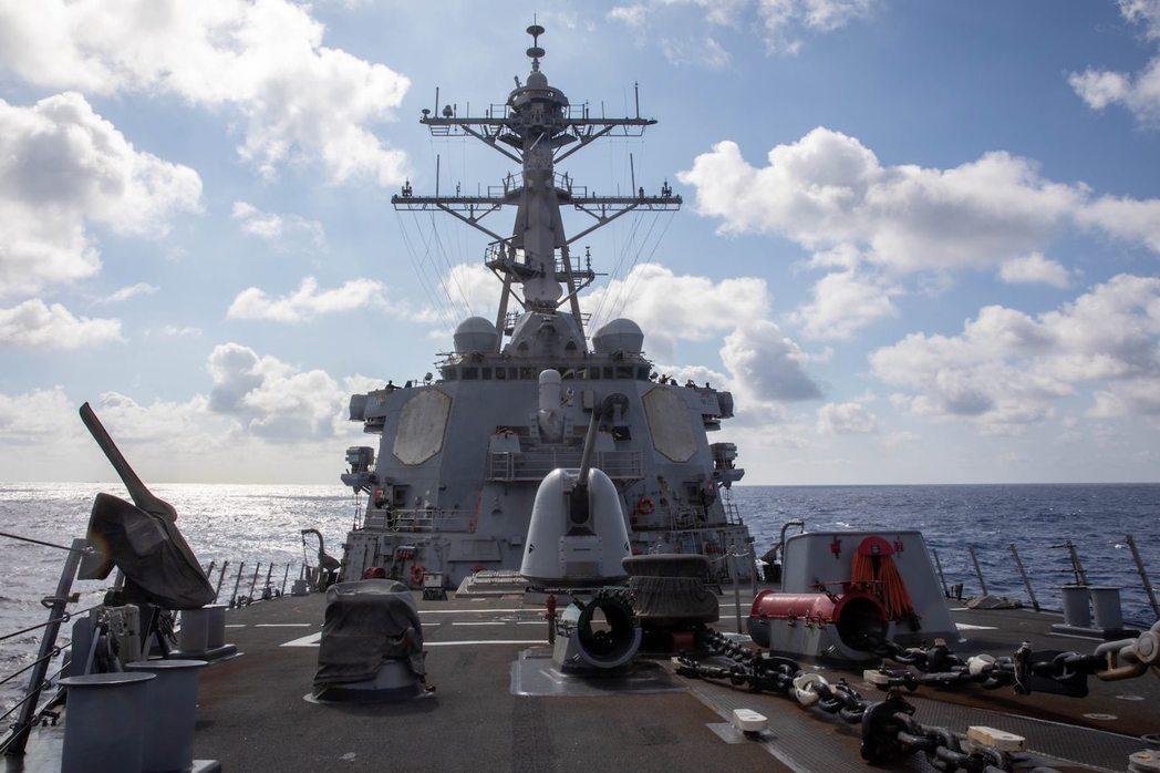美軍勃克級導向飛彈驅逐艦貝瑞號17日通過台灣海峽。(取自美軍第七艦隊官網)