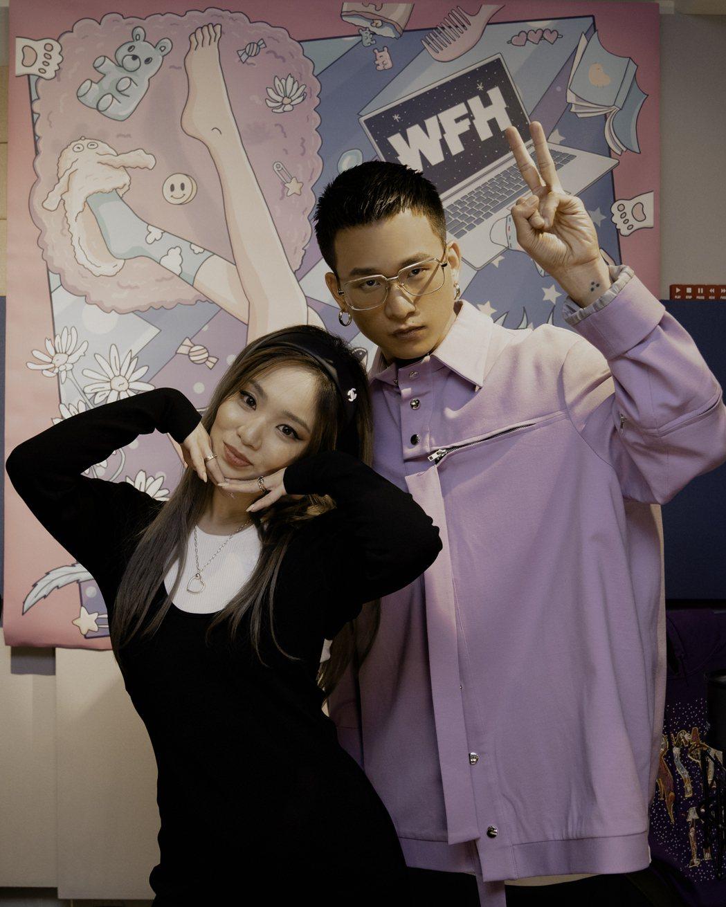 陳芳語(左)與茄子蛋阿斌合唱新歌「沒什麼大不了」,直播學台語介紹。圖/華風數位提