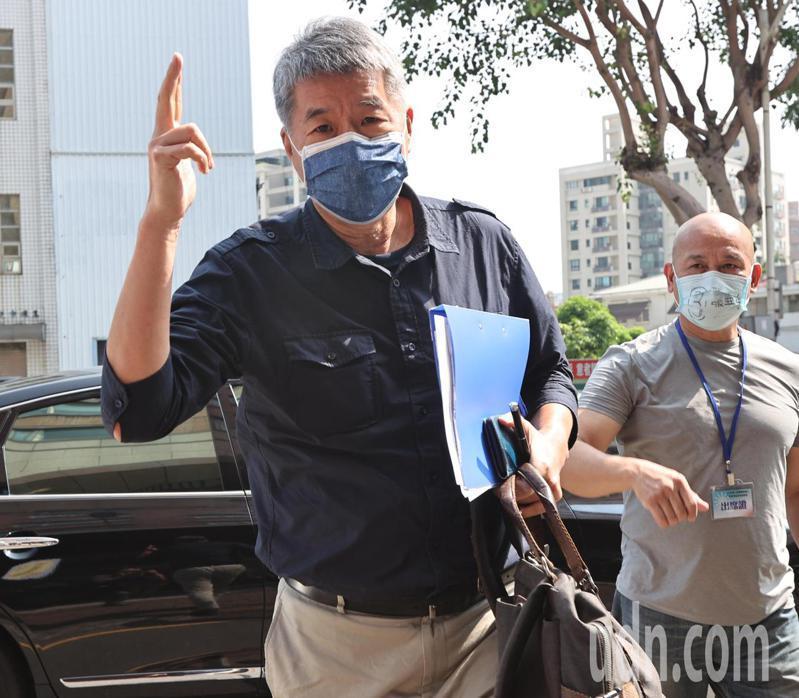 張亞中參選國民黨主席,意外掀起考紀風波,今早表示,黨部應完完整整做個報告,讓所有黨員知情。記者劉學聖/攝影
