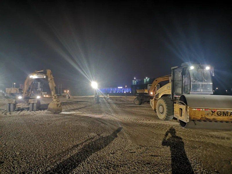 漳州台商投資區17日深夜緊急動工興建擁有500個隔離間的集中隔離點。(取自漳州新聞網)