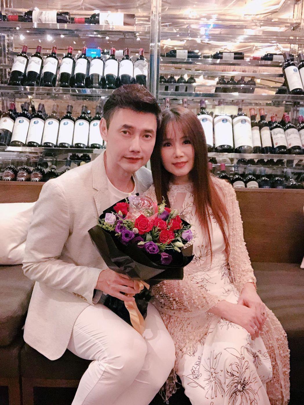 包偉銘(左)寵妻出名,為老婆劉依純打造結婚6周年驚喜宛如做壞事。圖/翰森娛樂提供
