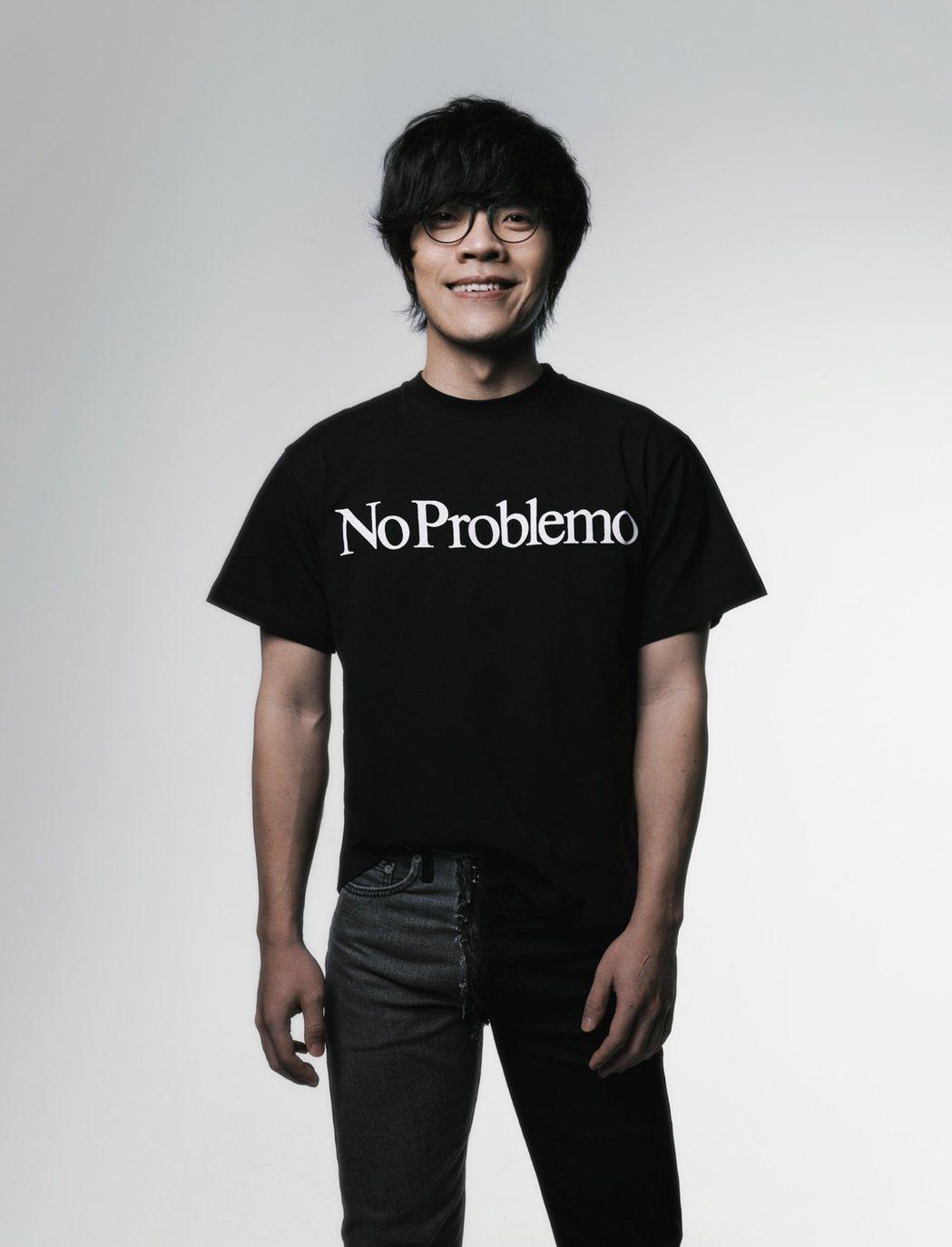 盧廣仲釋出第二波宣傳照,招牌眼鏡回歸了。圖/添翼創越提供