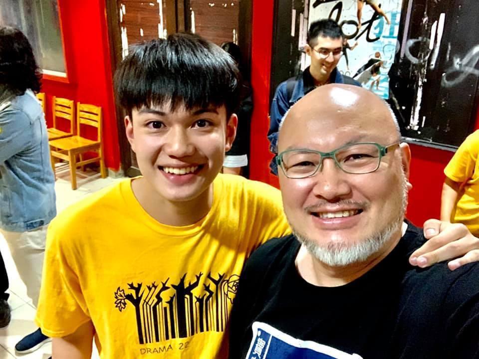 劉亮佐的兒子劉子銓今年以第一名考上台北海洋科技大學,父子兩同校。圖/摘自臉書