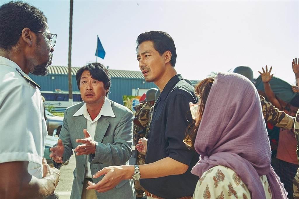 「逃出摩加迪休」在韓國票房熱賣。圖/車庫提供