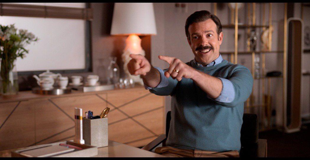 「泰德拉索:錯棚教練趣事多」傑森蘇戴西斯備受看好登上艾美獎視帝寶座。圖/摘自im...