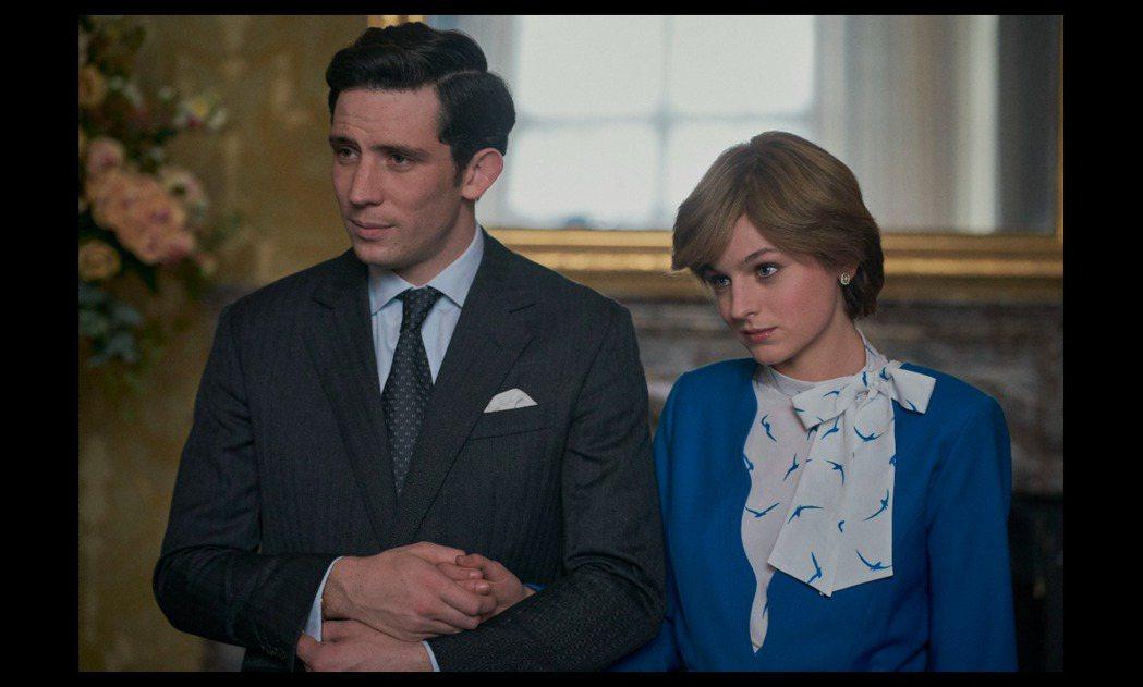 喬許歐康納(左)和艾瑪柯林演活「王冠」中的查爾斯與黛安娜,獲艾美獎呼聲高。圖/摘...