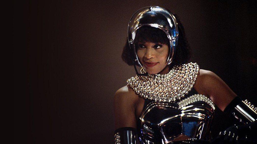 惠妮休斯頓在「終級保鑣」飾演紅牌巨星,有如現身說法。圖/摘自imdb