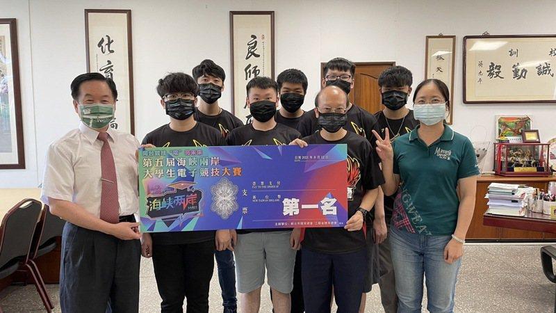東南科技大學成功抱回「英雄聯盟」冠軍,完成電競大賽二連霸。圖/東南科大提供