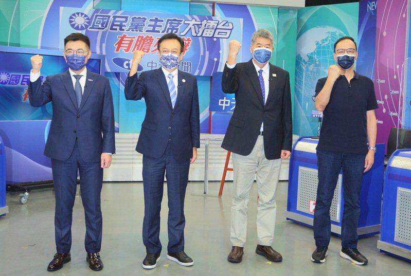 國民黨主席選舉倒數7天,4位候選人江啟臣(左起)、卓伯源、張亞中、朱立倫今天參加中天新聞舉辦的網路辯論,砲火四射。圖/中天新聞提供