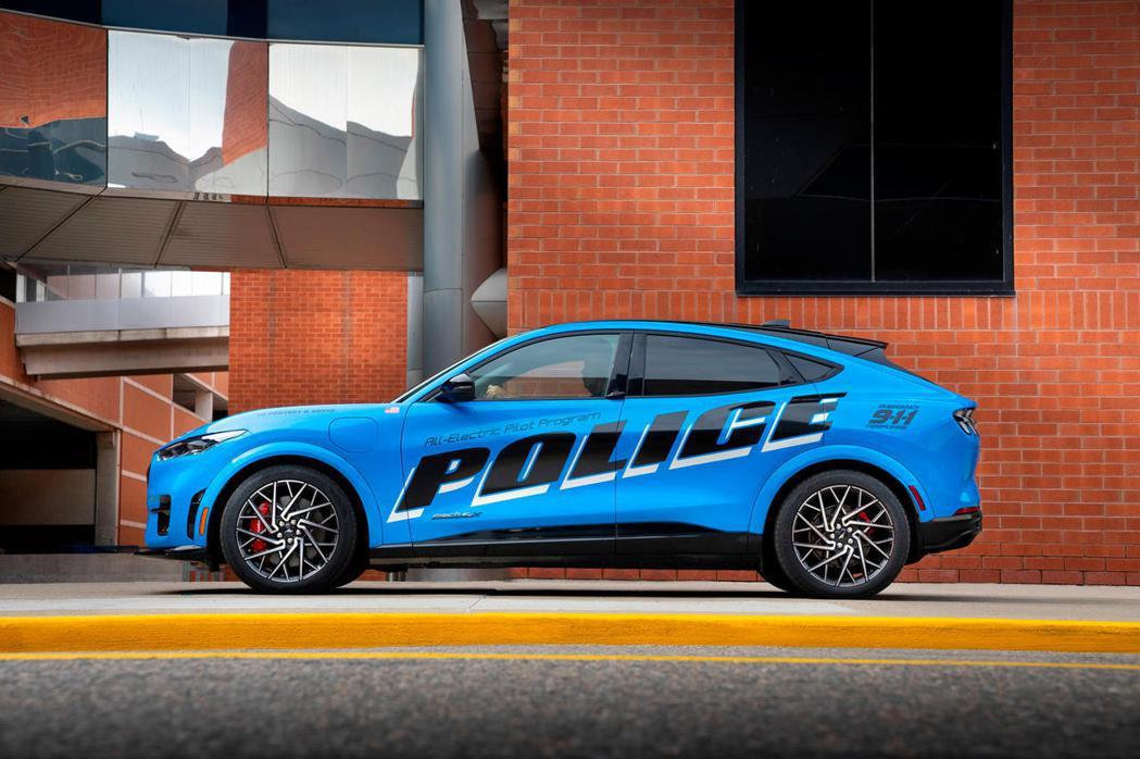 為了滿足對零排放警車的需求,福特已經提交了全電動野馬Mach-E,供密西根州警察...