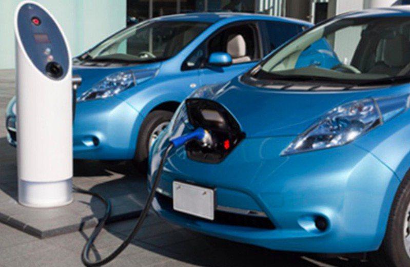 電動車掛牌數逐年增加,車主與社區管委會的充電設備爭議,也隨之升溫。圖/北市建管處提供