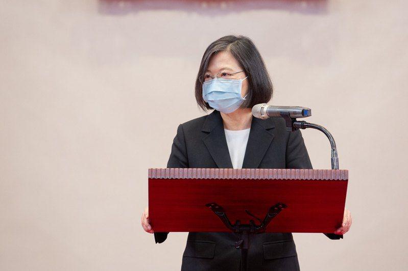 蔡總統強調,「此時此刻,我也要呼籲朝野政黨,我們一定要一致對外,把中國刻意政治干預造成的市場衝擊,一起降到最低。」圖/總統府提供
