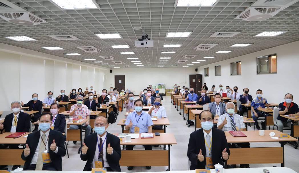 產學諮詢顧問交流會當日合影。 南華大學/提供。