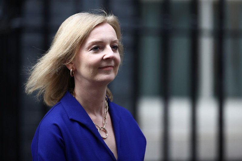英國新任外交大臣特拉斯表示,英國與澳洲、美國簽訂的AUKUS新安全協議,顯示英國已準備好「理智」捍衛自身利益。 圖/路透社