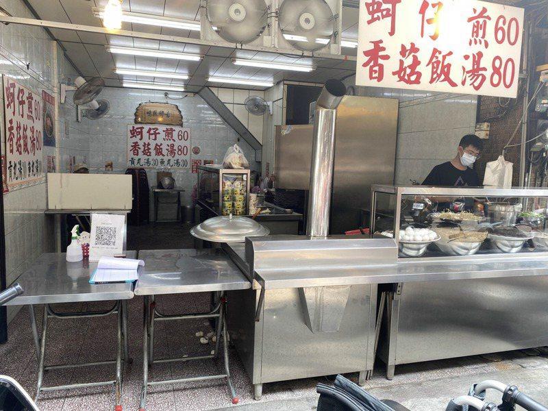 台南國華商圈內的小吃業者不少都不願意開放內用。記者修瑞瑩/攝影