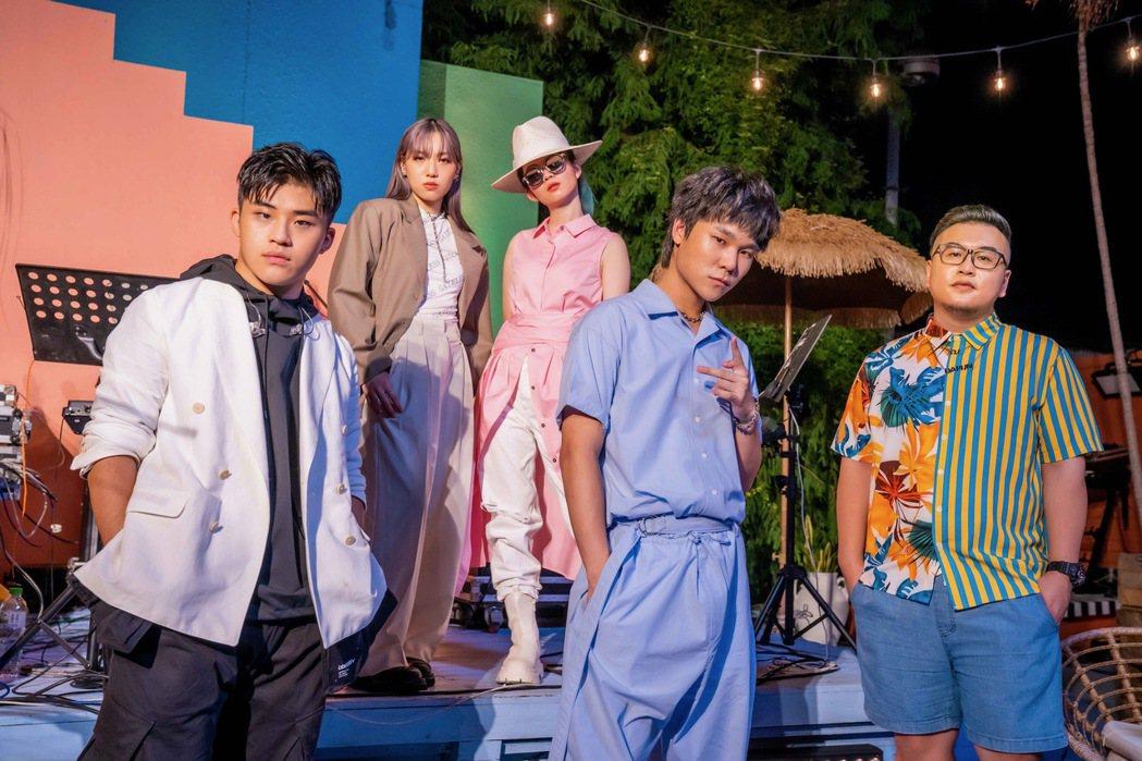 劉昊(左起)、張牧喬、?te壞特、蔡明仁、Dapun同台開唱。圖/Lyn工作室提...