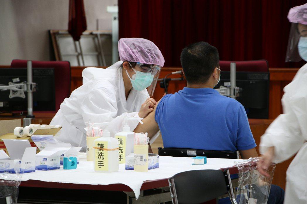 接種疫苗示意圖。圖/亞東紀念醫院提供
