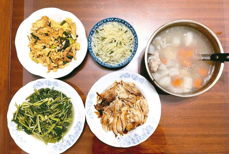 外食總是擔憂多鹽多味精,在家料理可以兼顧營養與衛生。圖╱林麗卿提供
